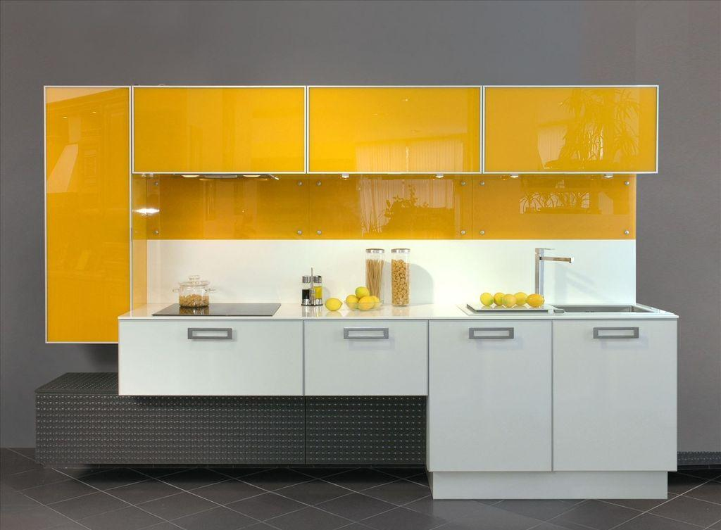 Черный, желтый и белый цвета в фасаде кухонного гарнитура
