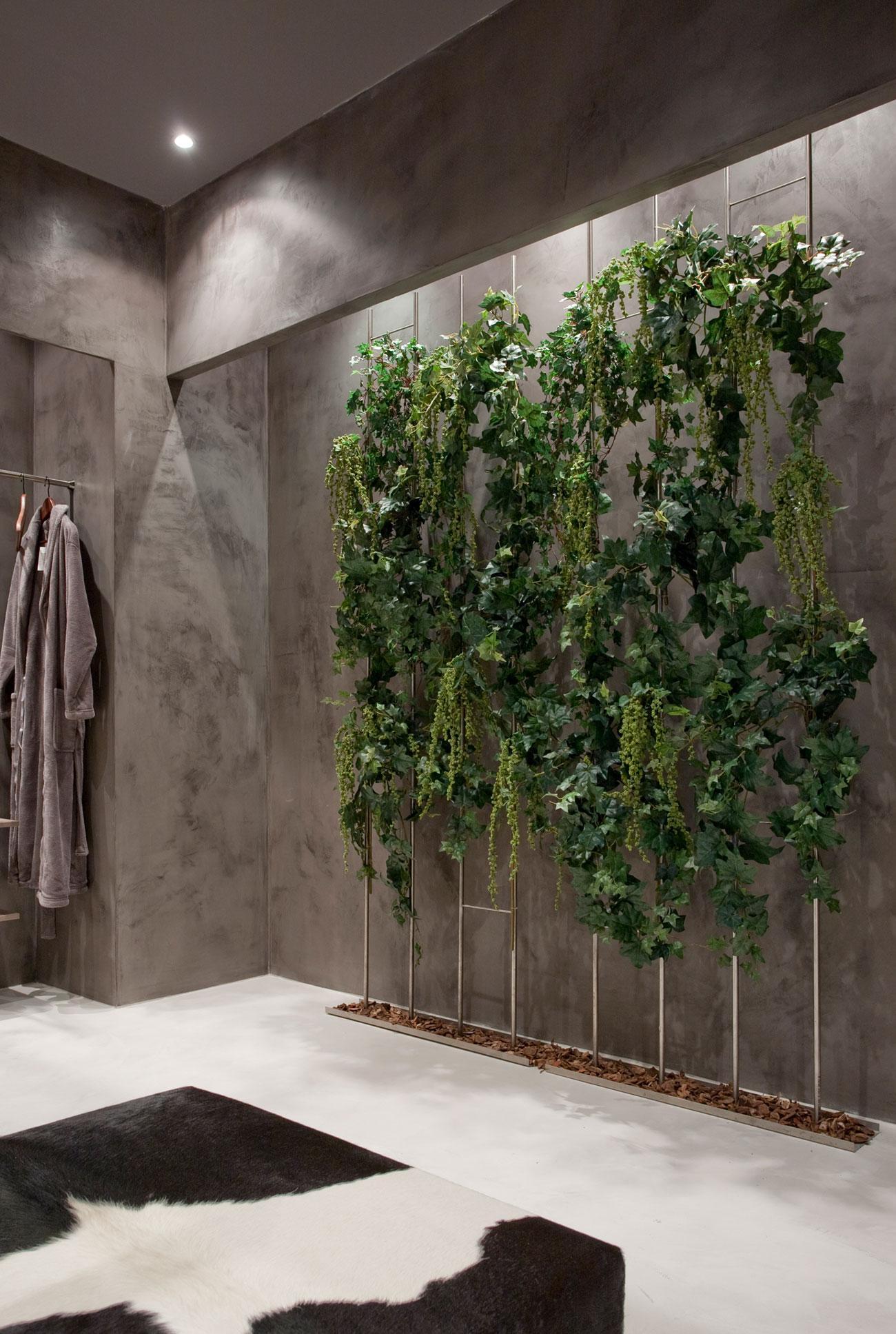 Озеленение стены в доме