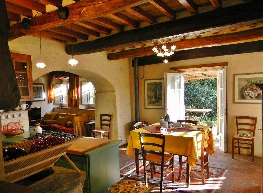 Итальянский стиль в деревенском интерьере