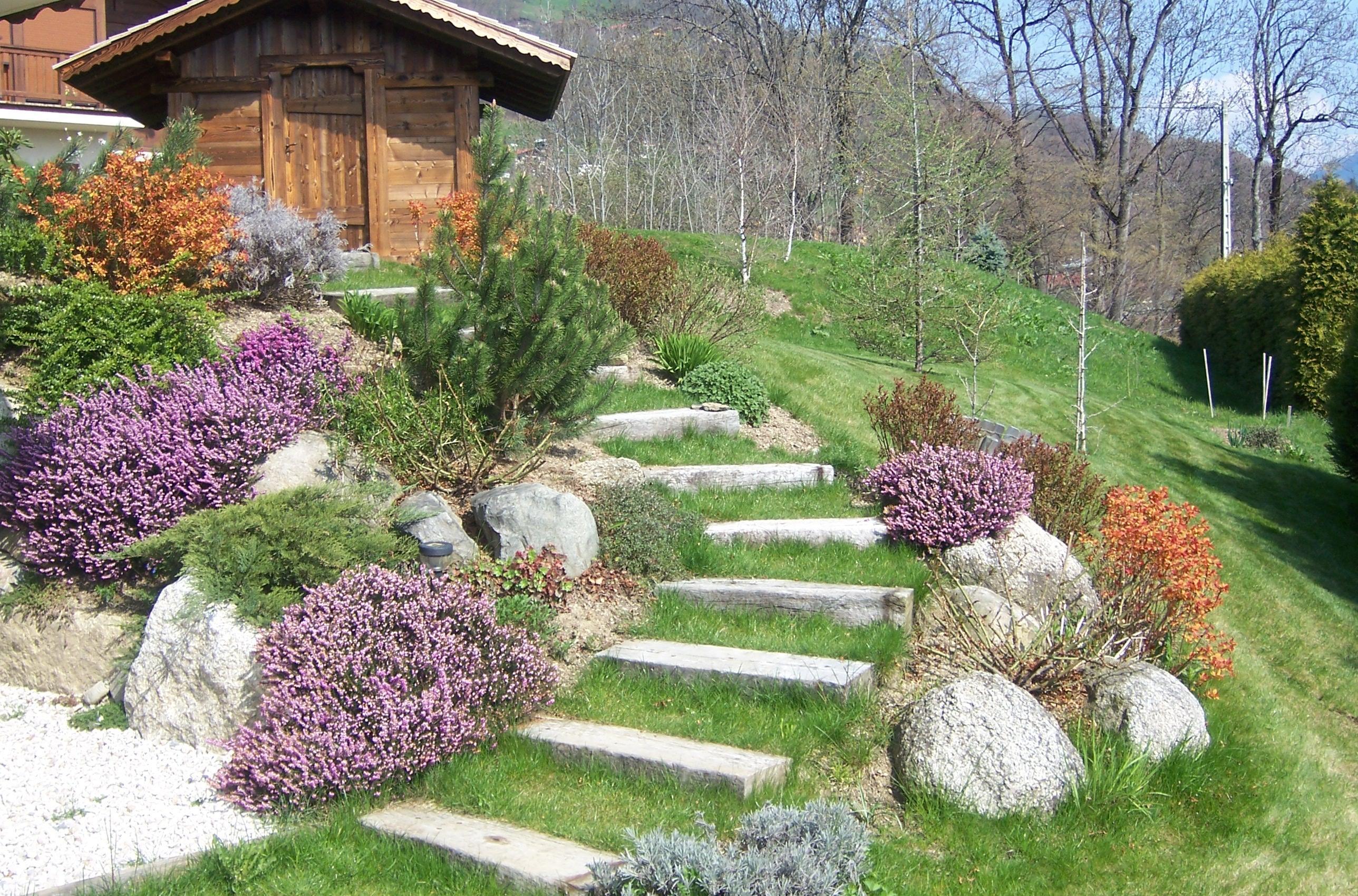 Идея оформления лестницы в саду