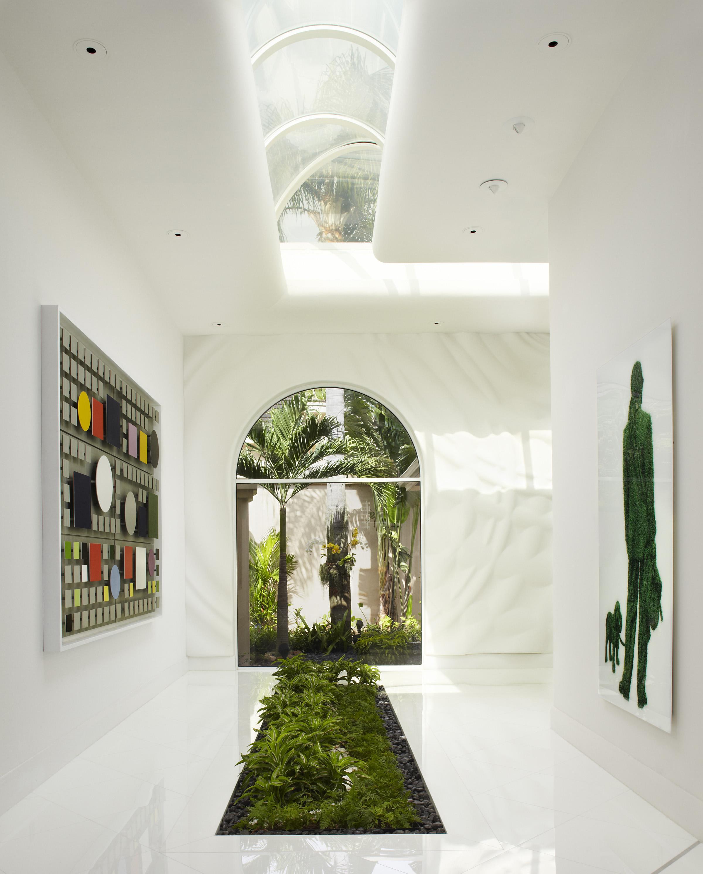 Зеленый ковер из живой травы в интерьере