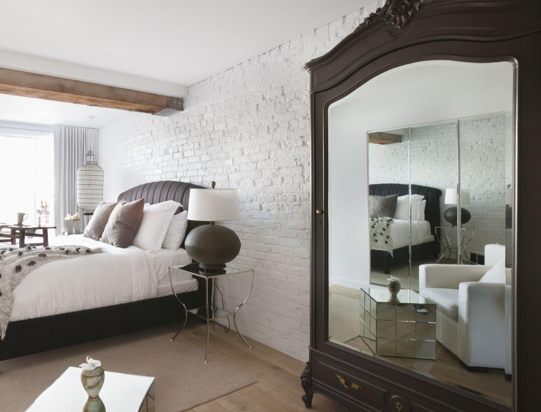 Удобное расположение кровати в спальне
