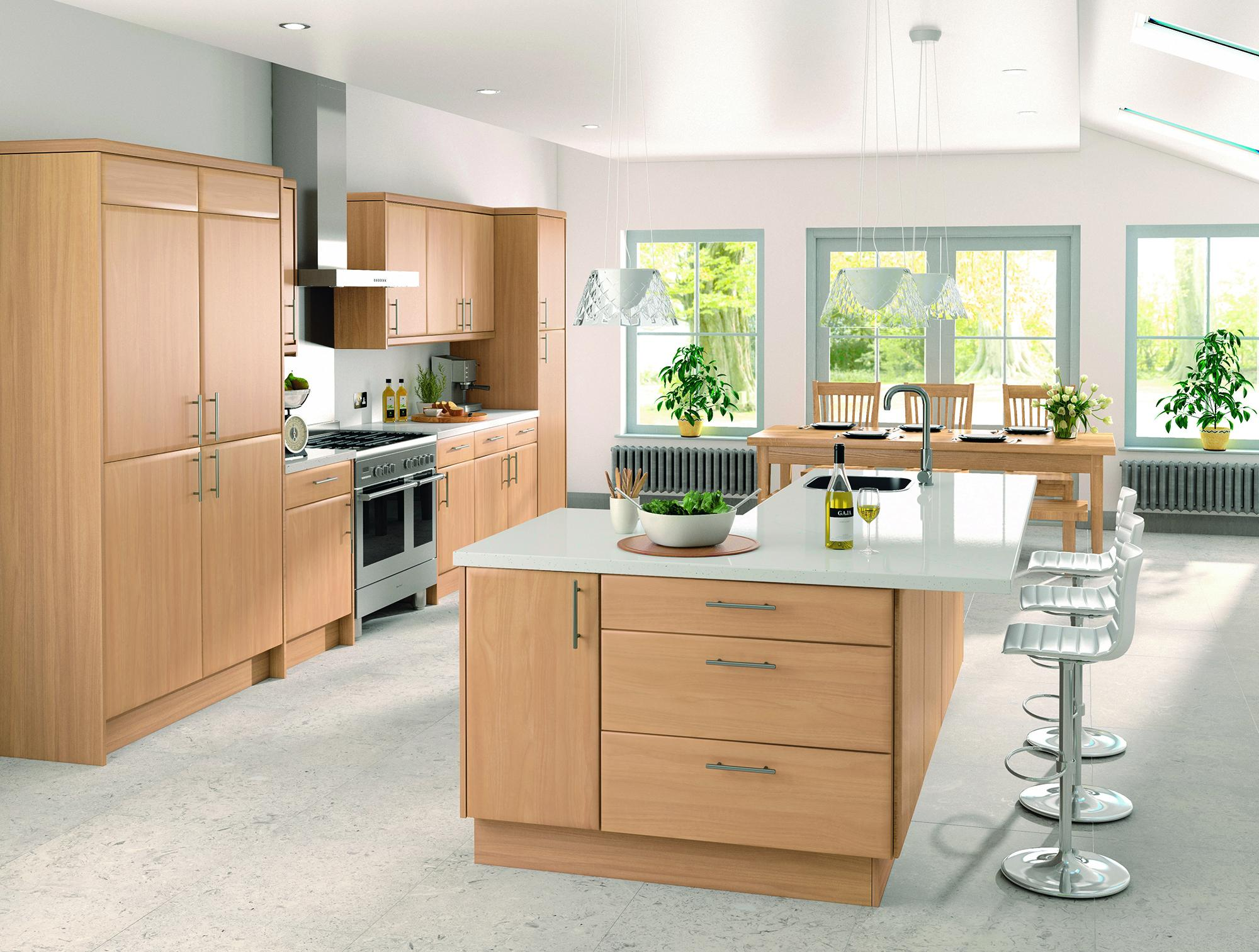 Светло-розовые обои на кухне