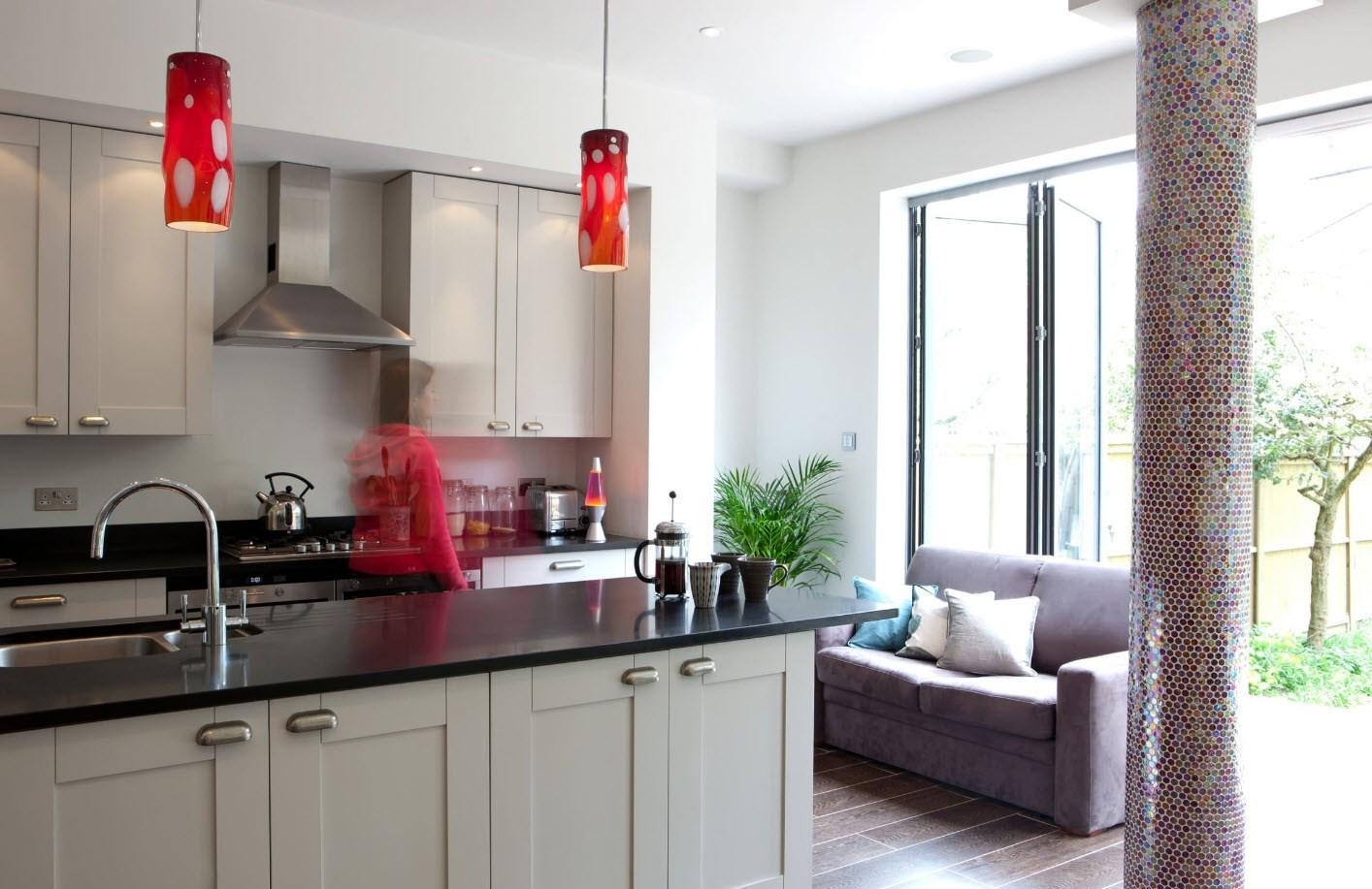 Кухня с диваном в доме