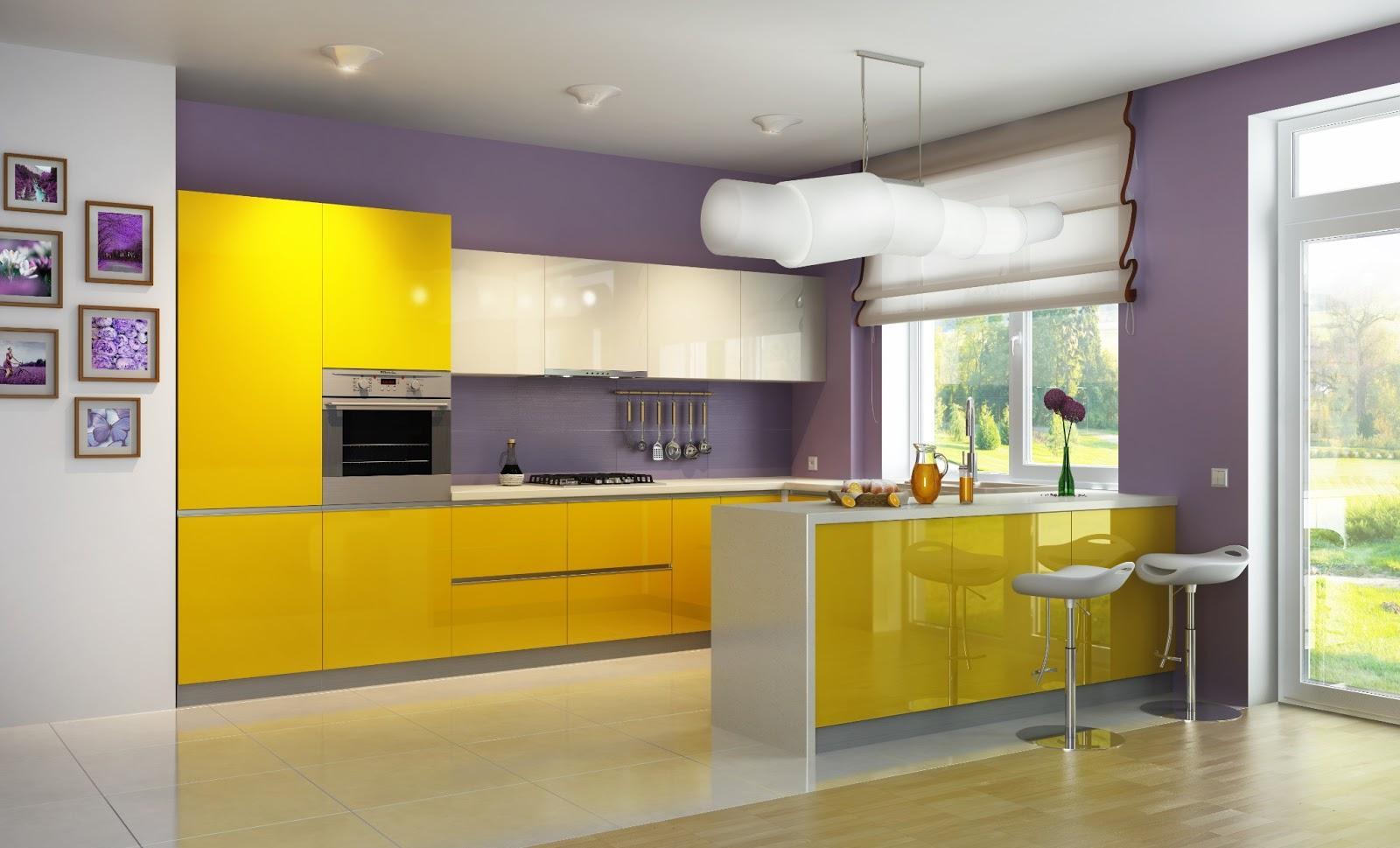 Фиолетовые стены на кухне с бело-желтым гарнитуром