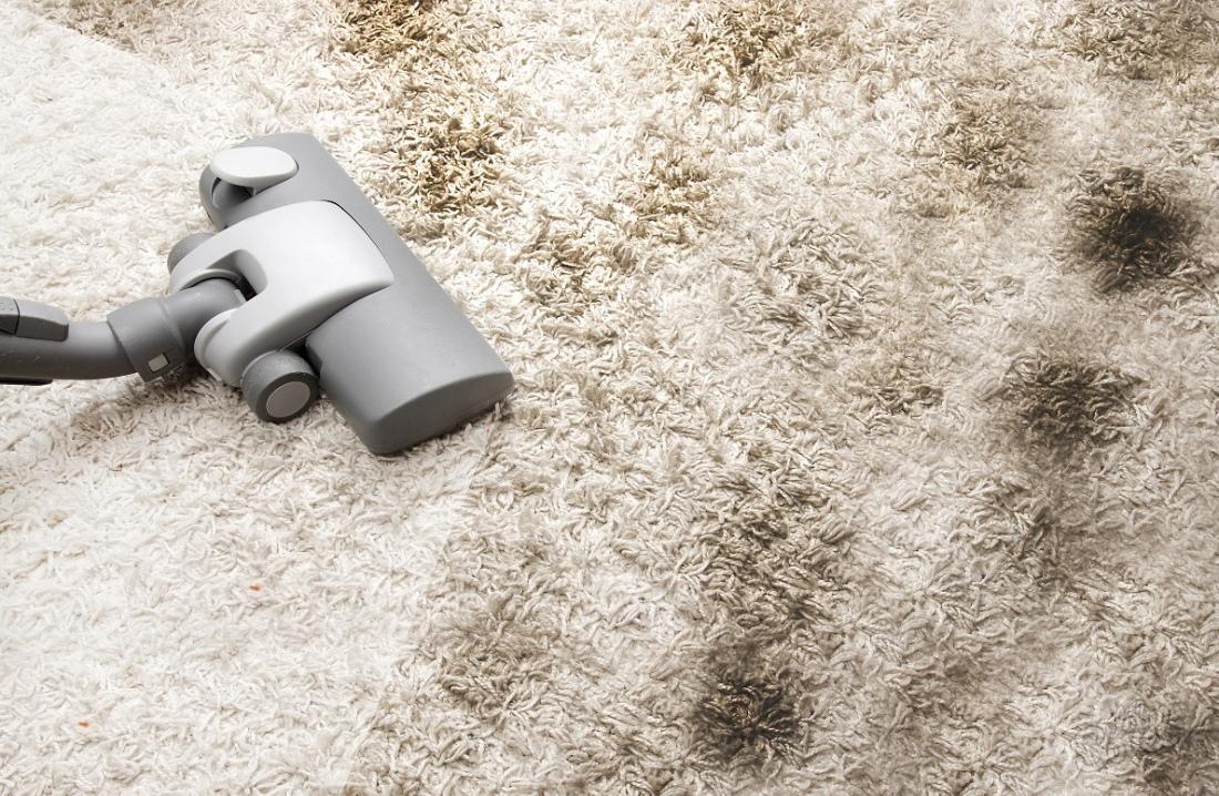 Чистка ковра пылесосом