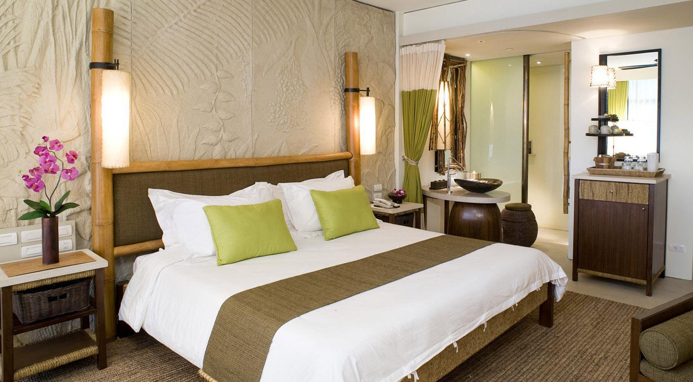 Белый, бежевый, зеленый и коричневый цвета в спальне в эко-стиле