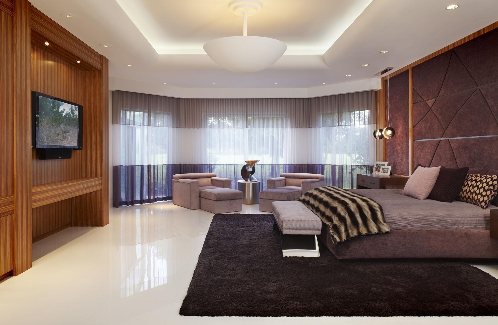Коричнево-белая спальня 18 кв м