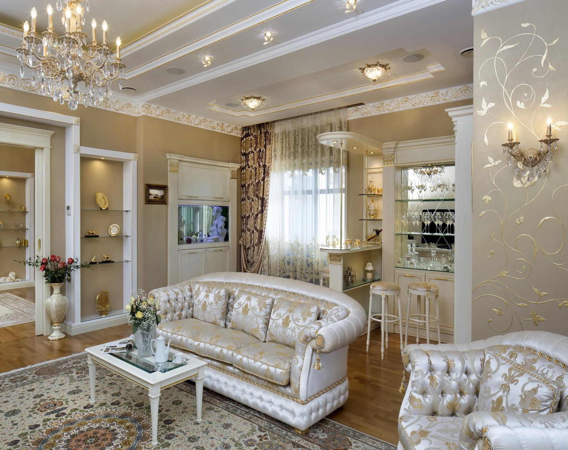 Гостиная с барной стойкой в частном доме в классическом стиле