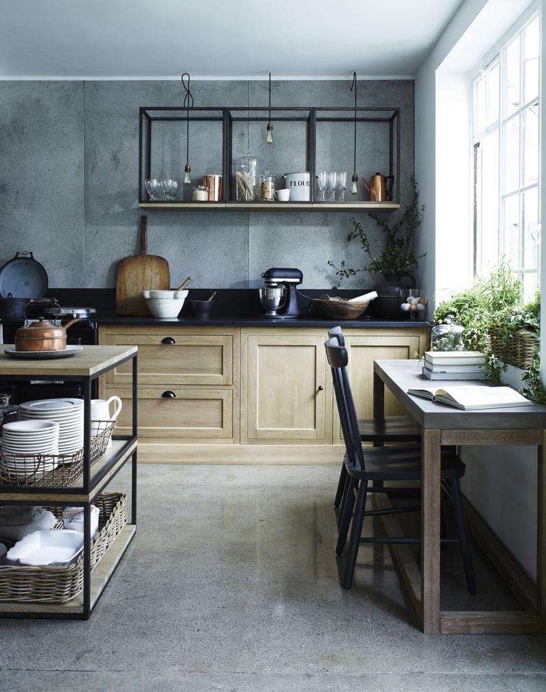 Кухня с бетонными стенами в частном доме 2017