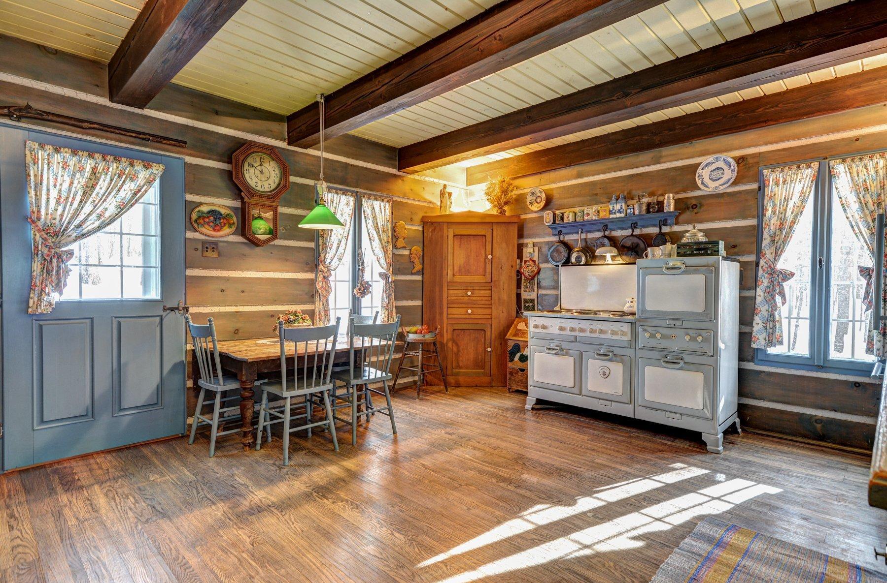 Зонирование гостиной и кухни в стиле кантри
