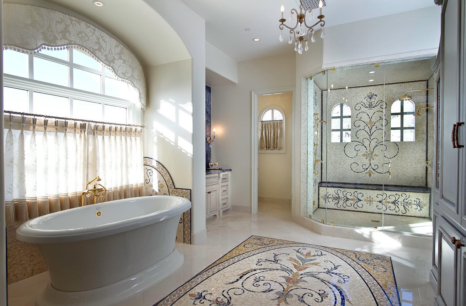 Душевая перегородка в классическом интерьере ванной