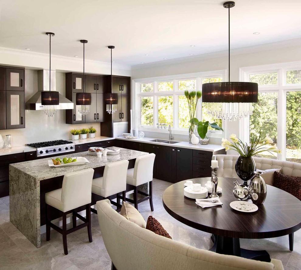Кухня с диваном полукруглым