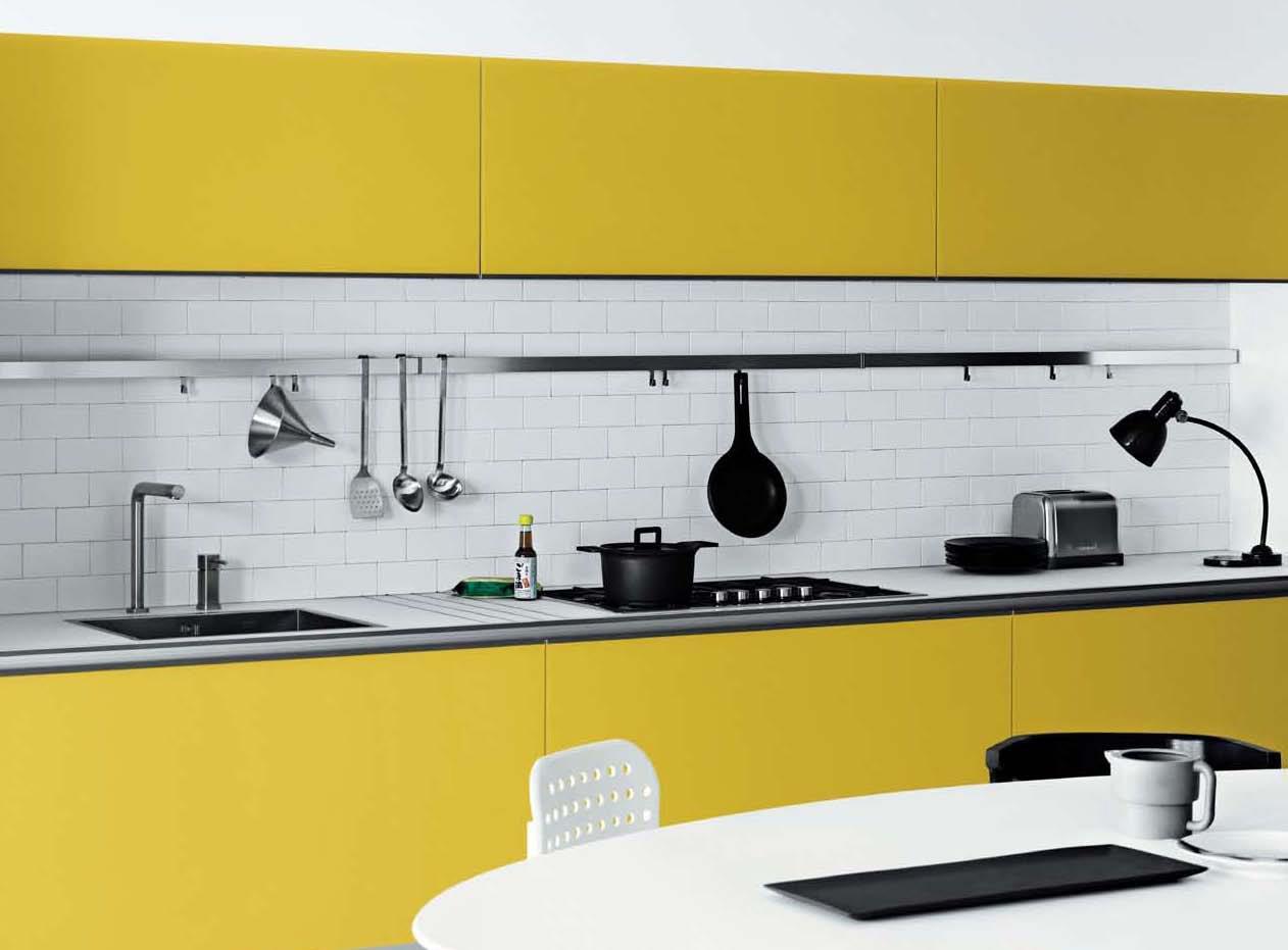 Минималистичная желто-белая кухня