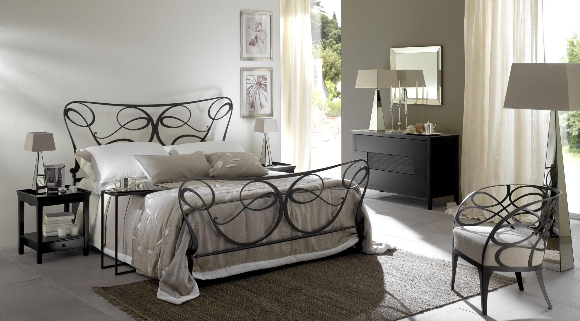 Металлическая кровать в стиле ар-деко