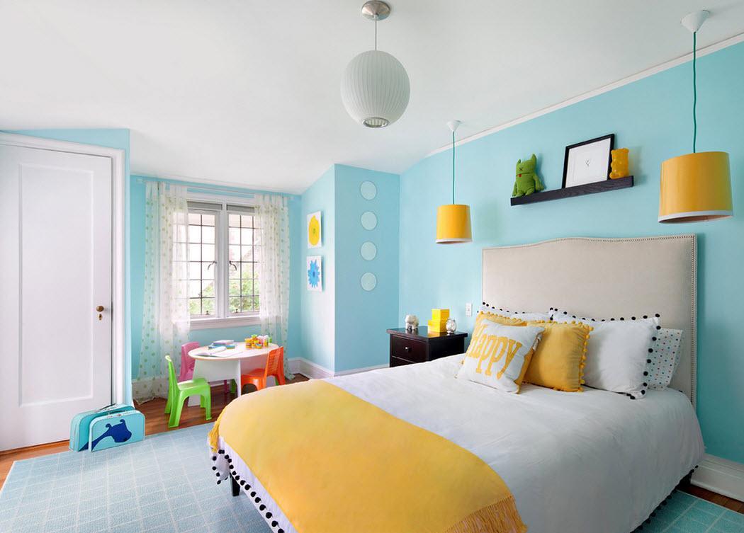 Сочетание желтого и голубого в интерьере спальни