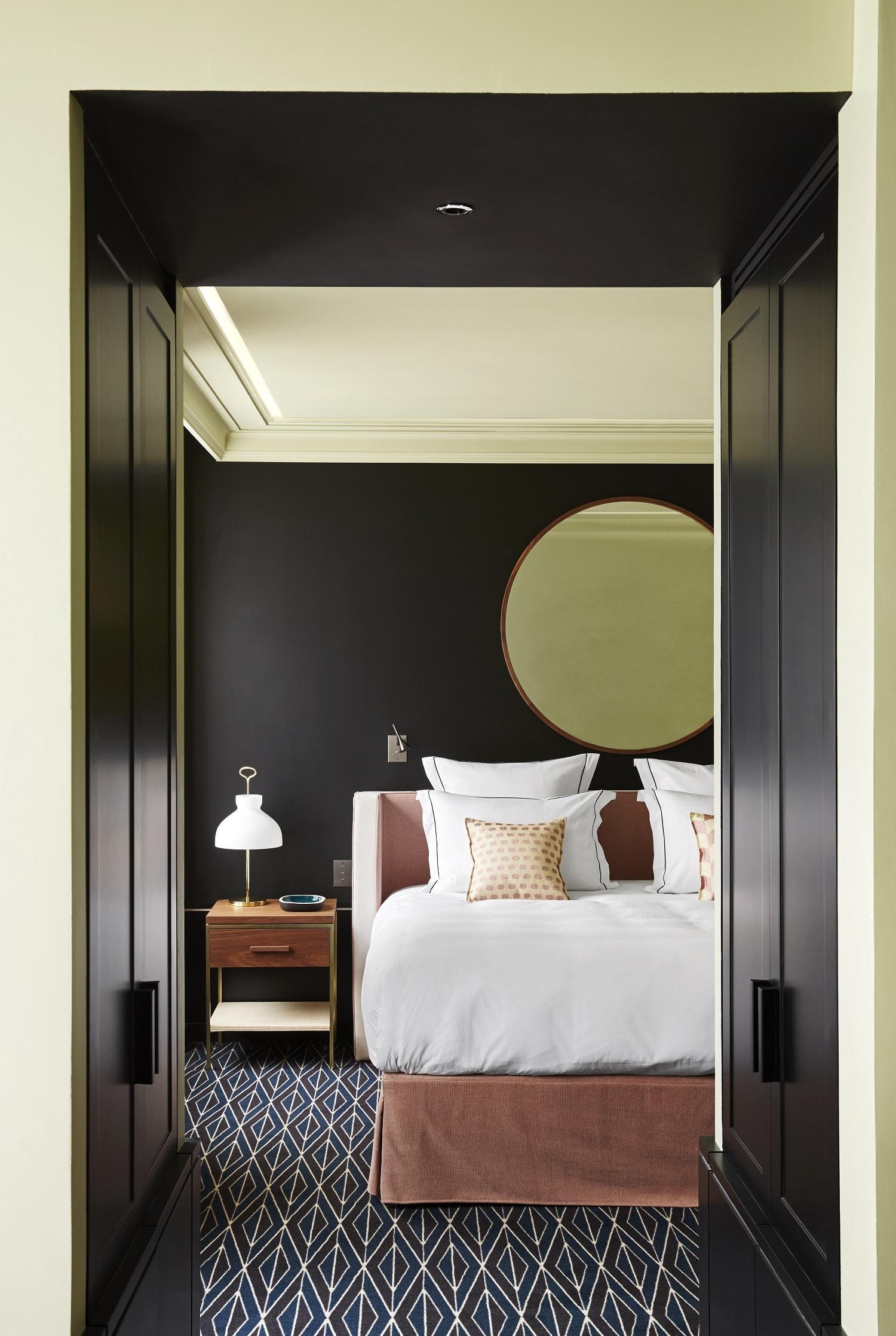 Дизайн спальни 18 кв м с зеркалом