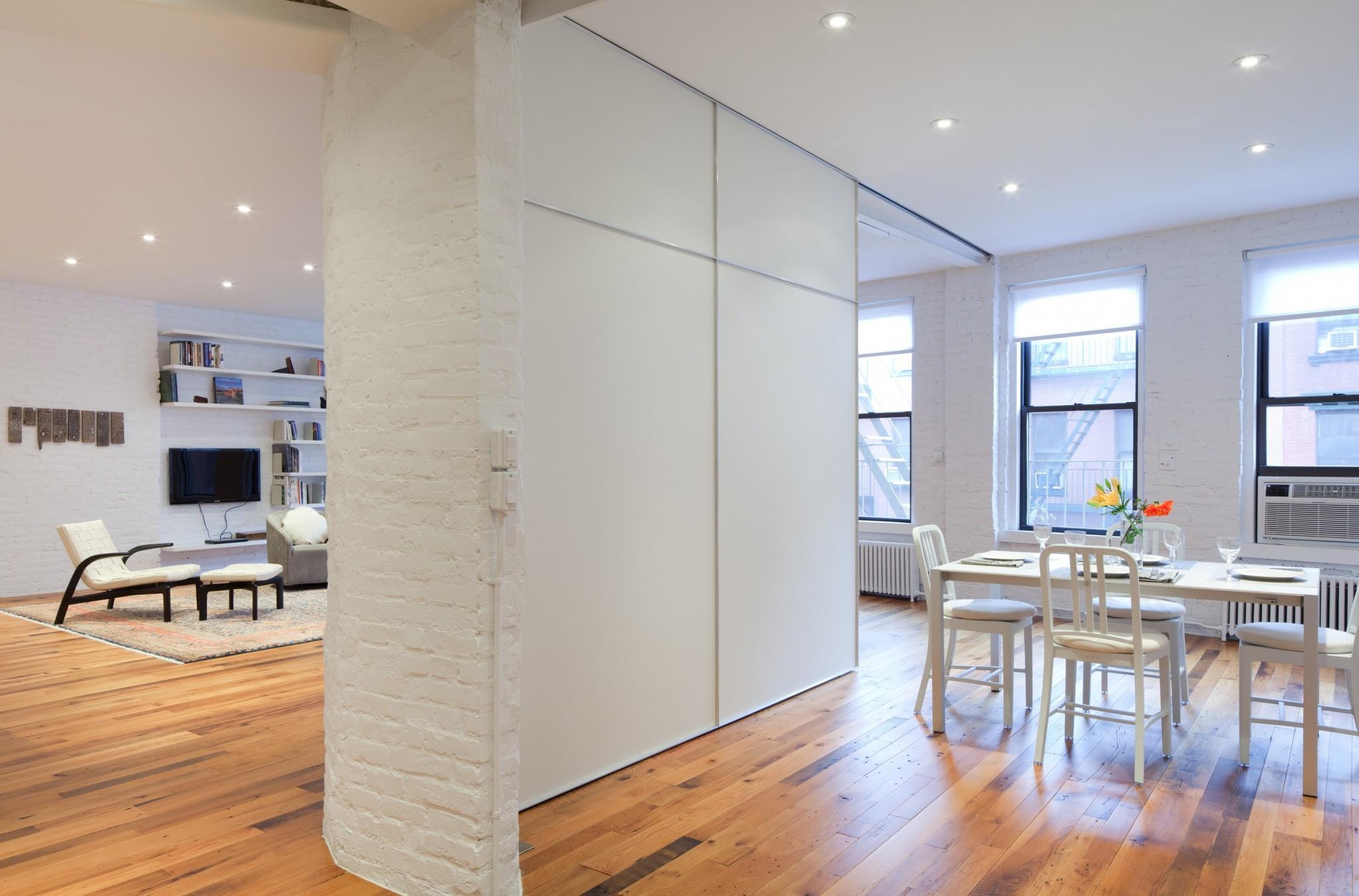 Шкаф между гостиной и кухней