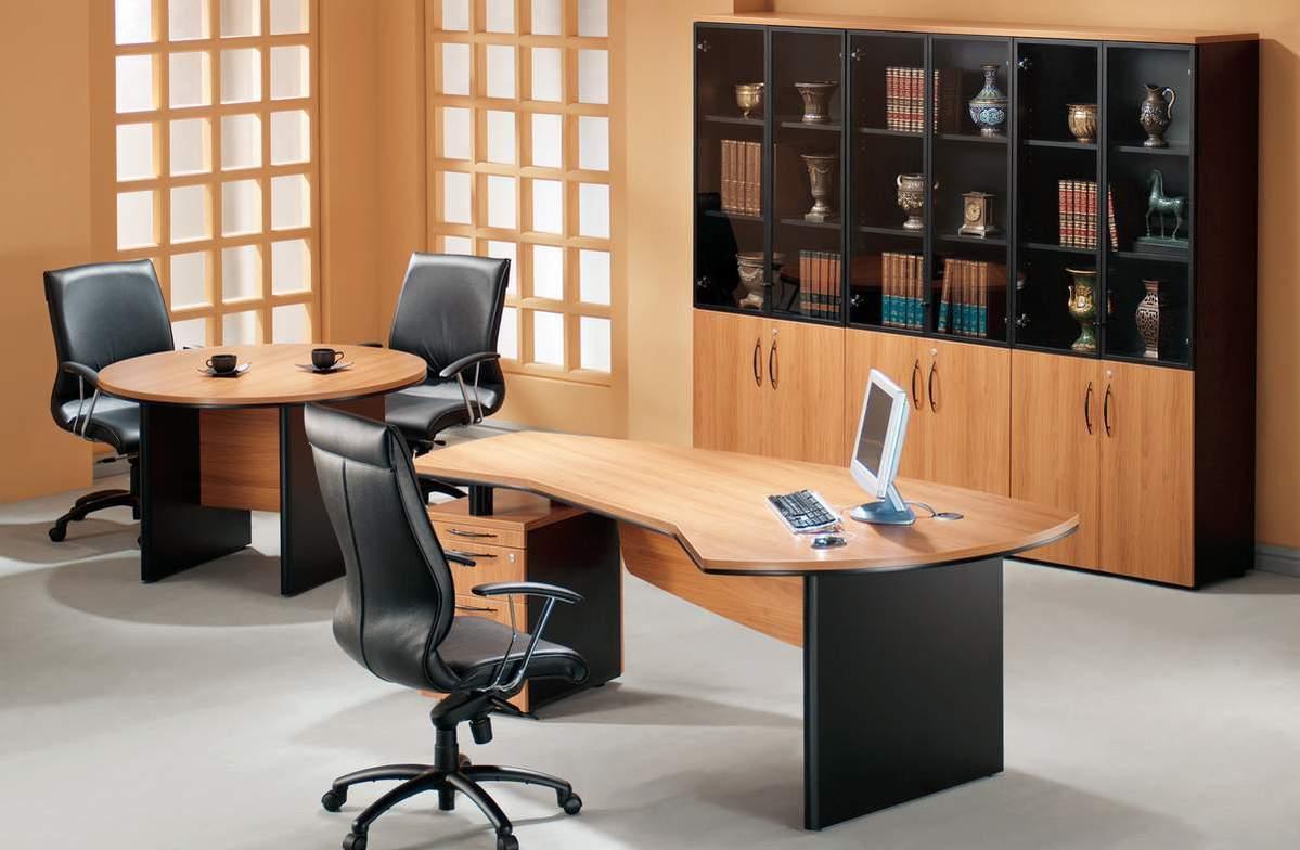 Дизайн интерьера кабинета руководителя с переговорным столом