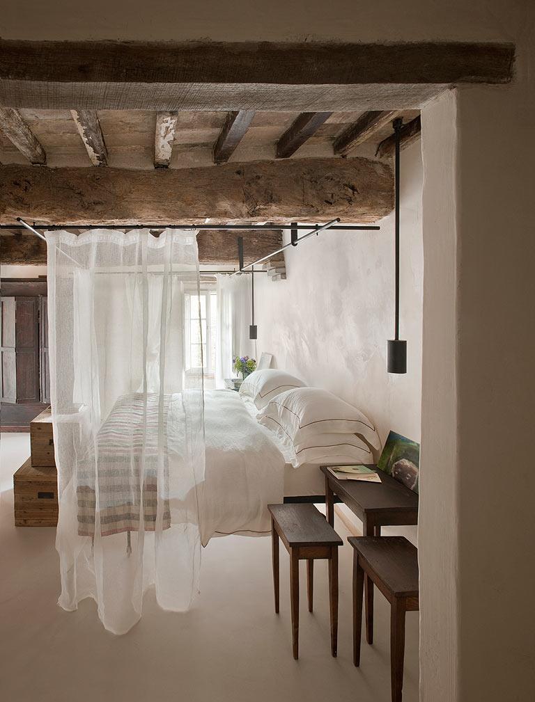 Итальянский стиль в интерьере с балками
