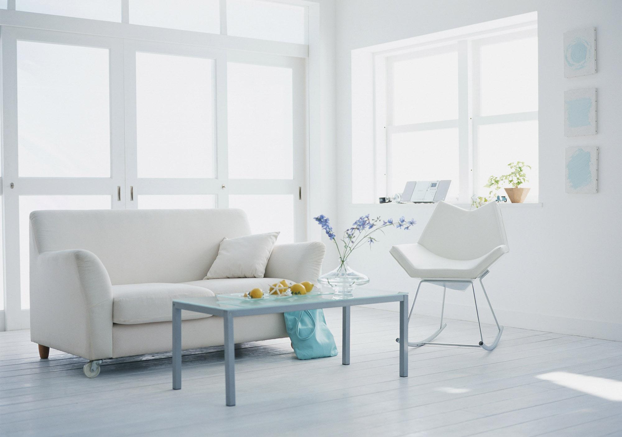 Белый интерьер с пастельными акцентами