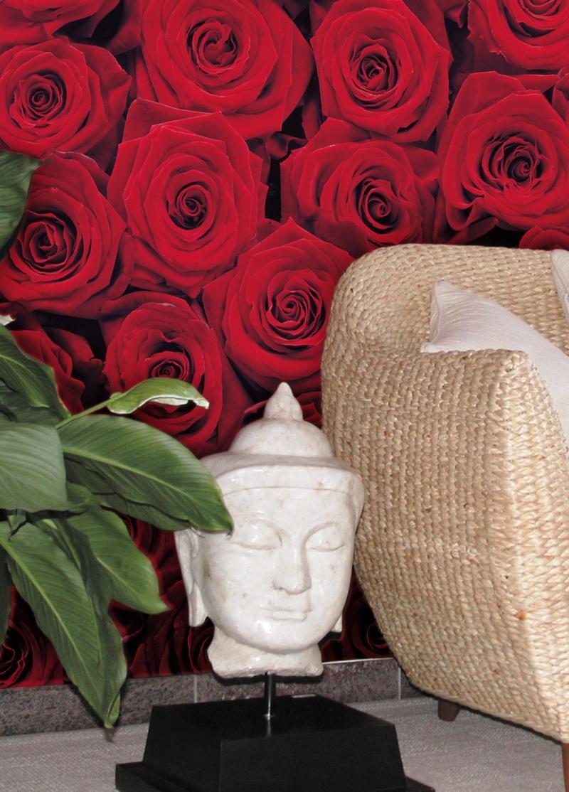 Фотообои с красными розами в интерьере