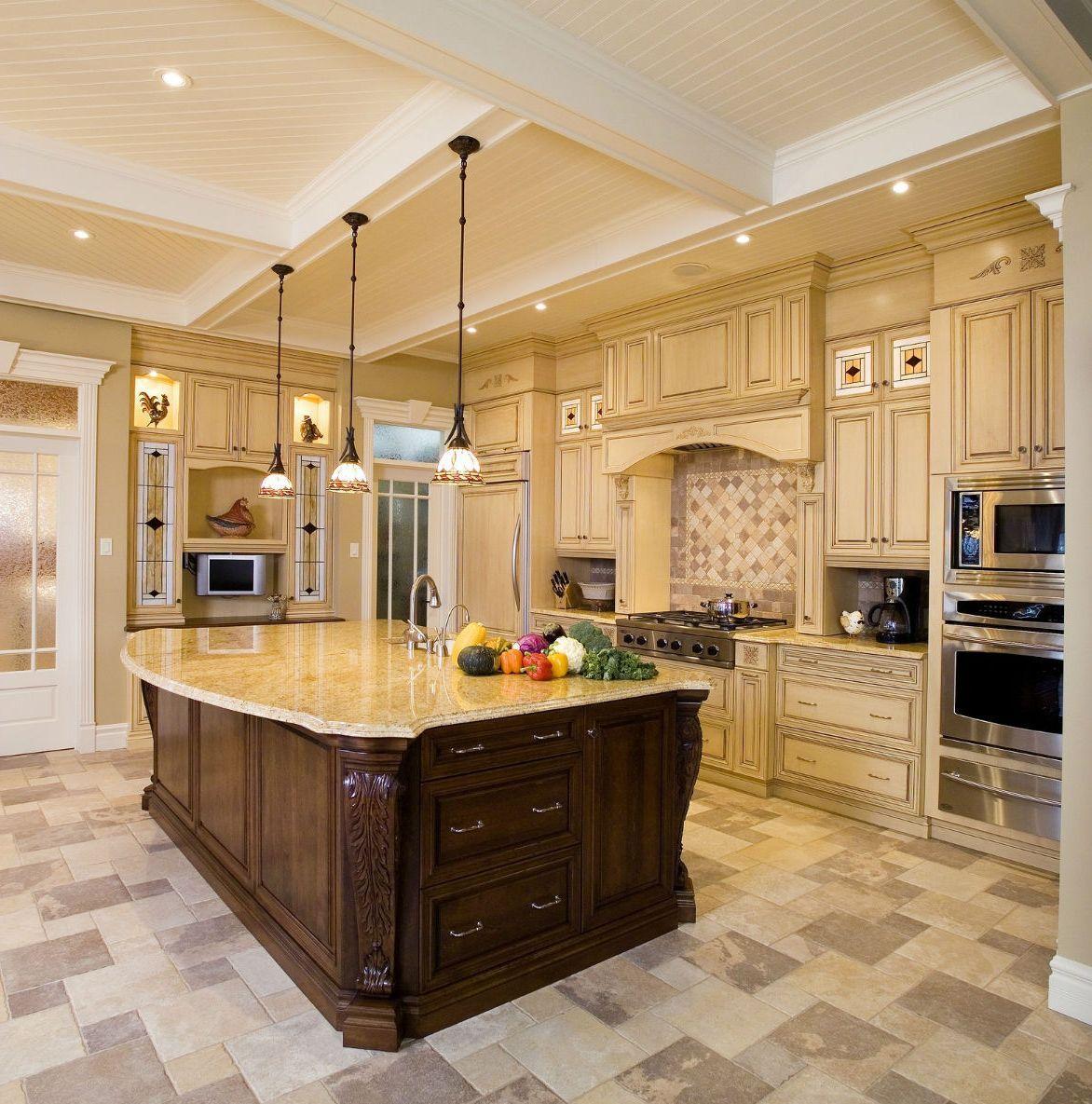 Кухня резная в частном доме