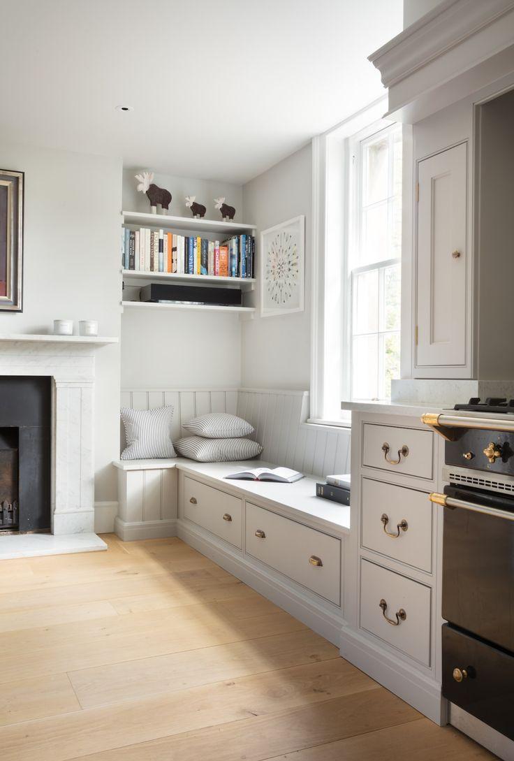 Кухня с диваном и ящиками