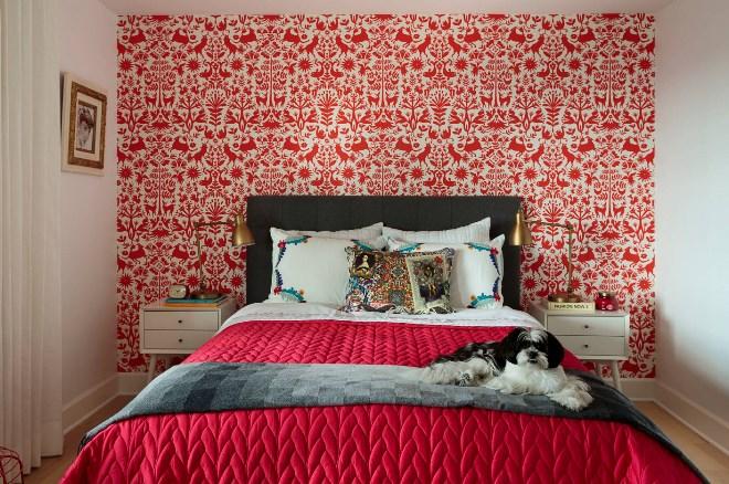 Как правильно сочетать цветные обои для спальни