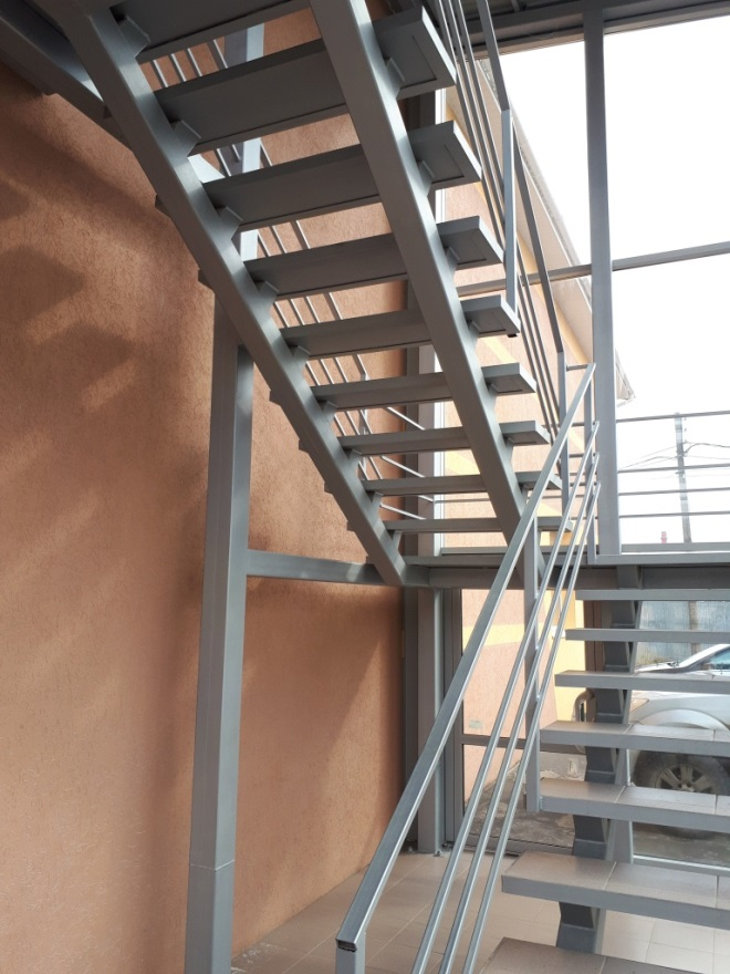 Особенности конструкций лестниц на металлокаркасе
