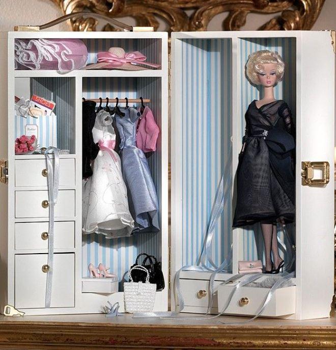 Платяной кукольный шкаф из газет