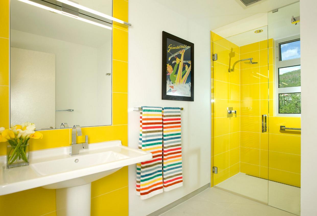 Желтая плитка в ванной комнате поднимает настроение