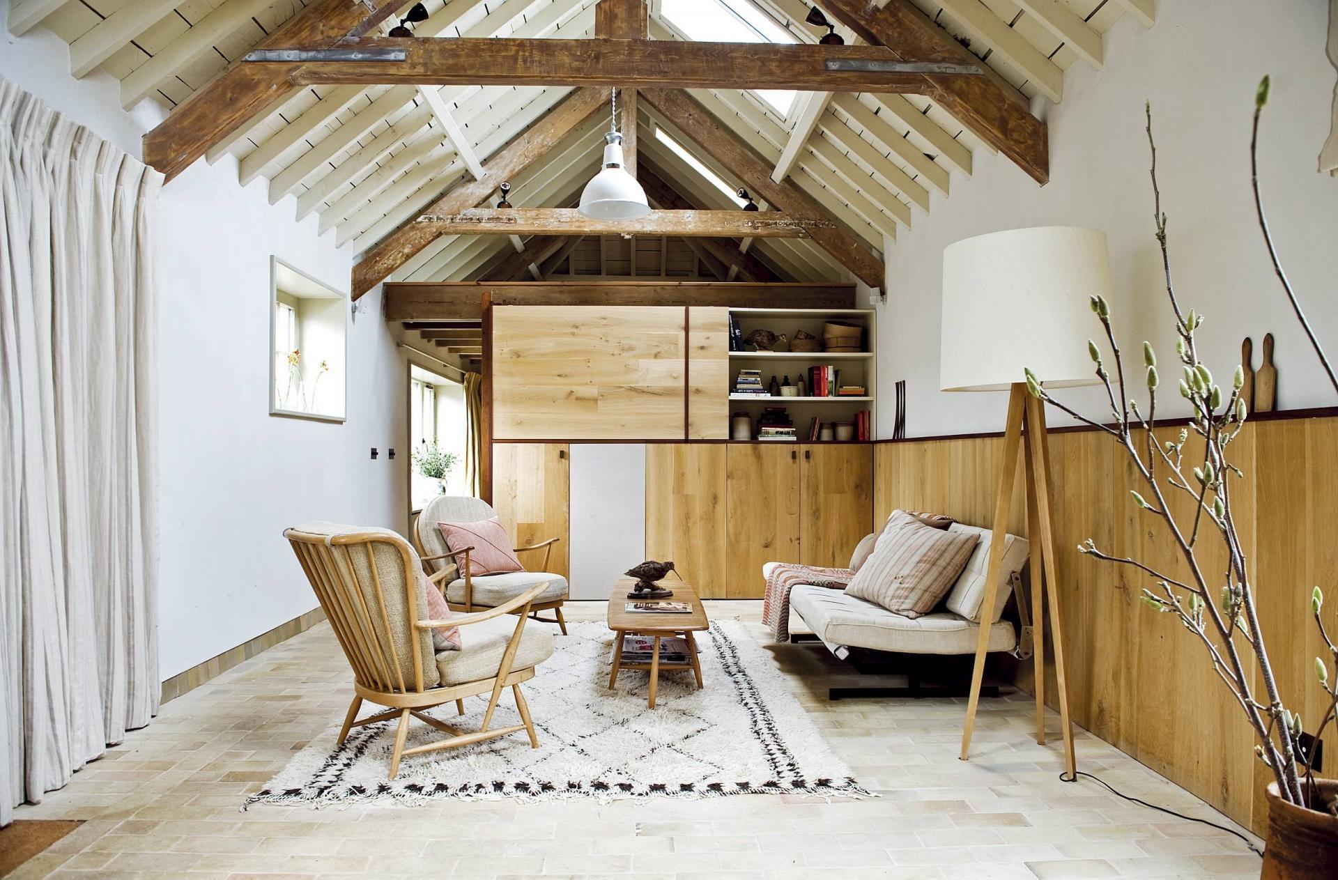 Комната в мансарде дома в скандинавском стиле
