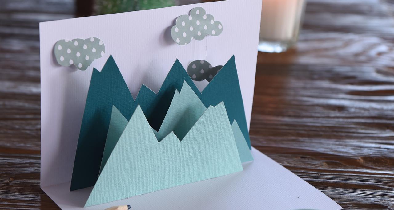 Новогодняя открытка с горами