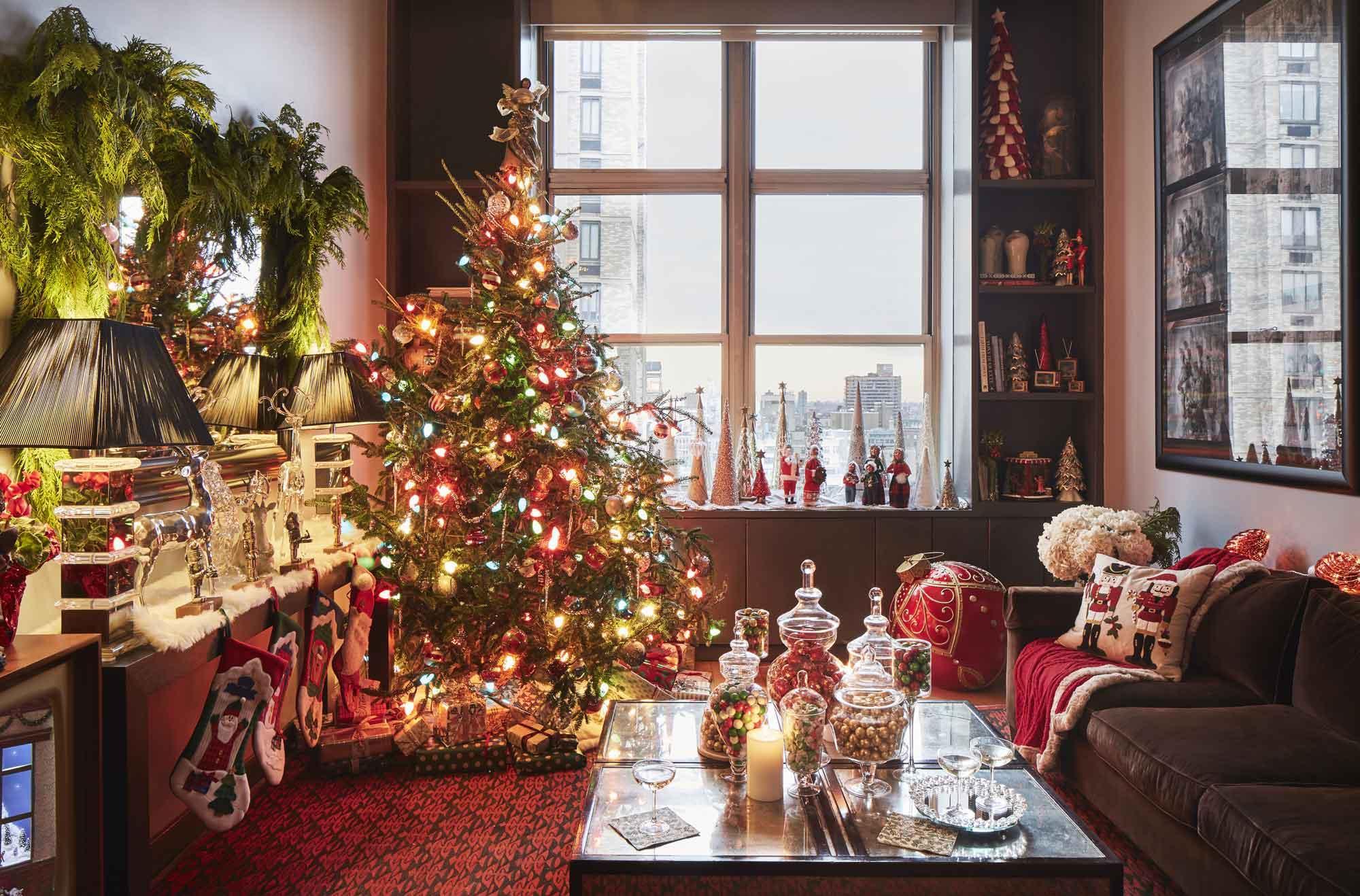 Украшение однокомнатной квартиры к новому году носками