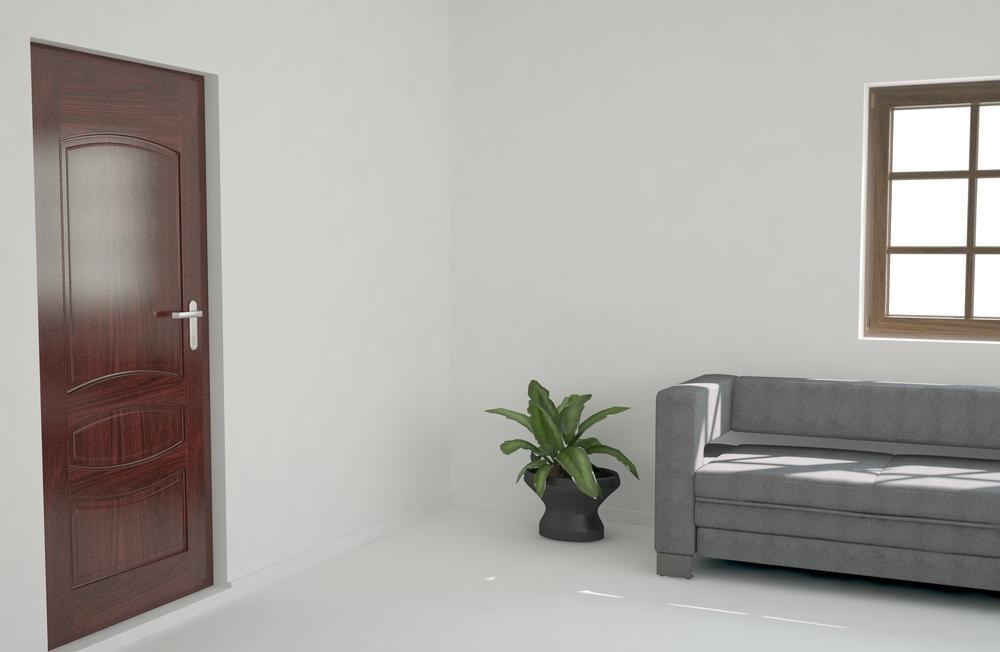 Белый пол и коричневые двери