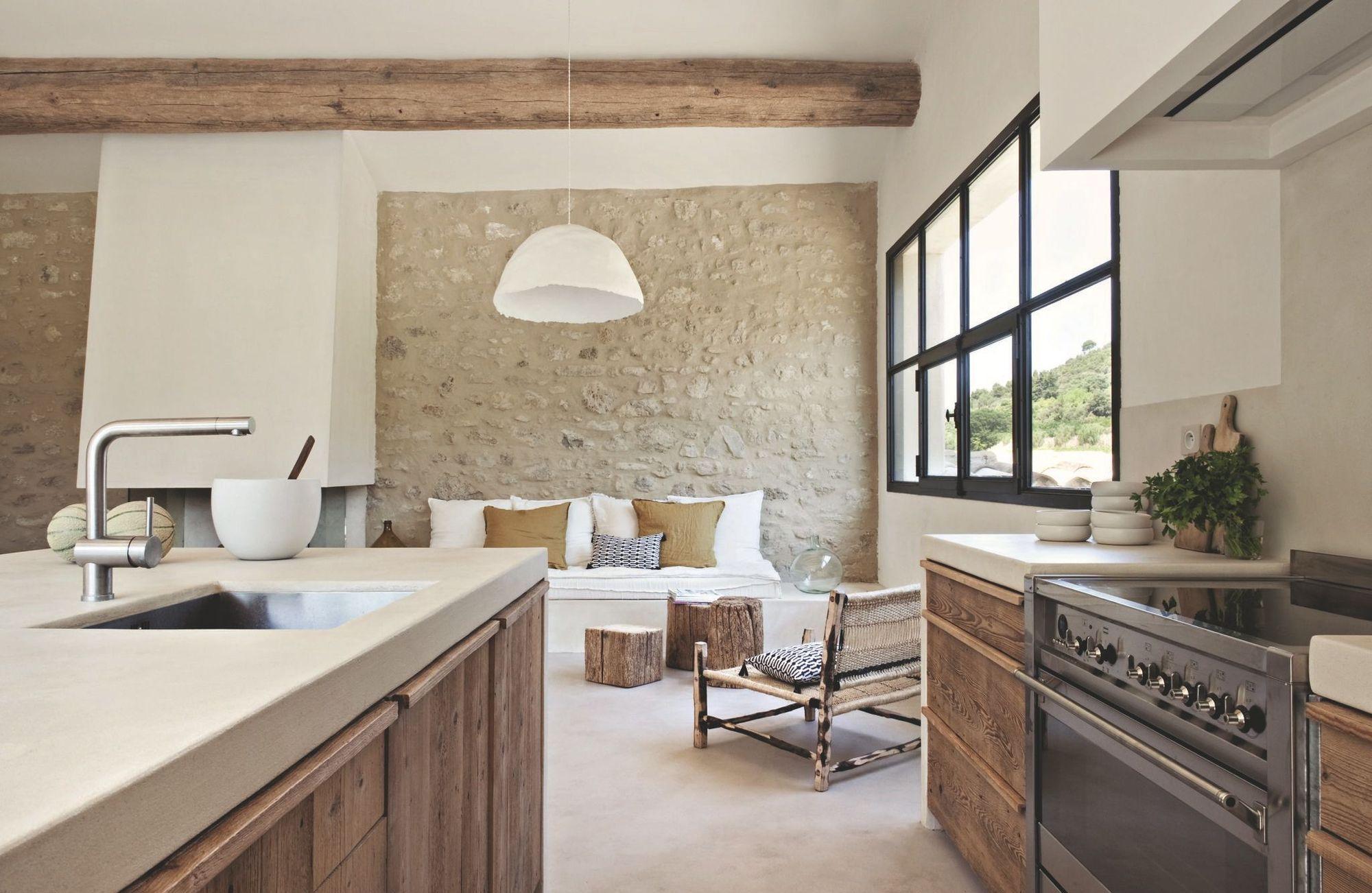 Кухня в средиземноморском стиле в частном доме