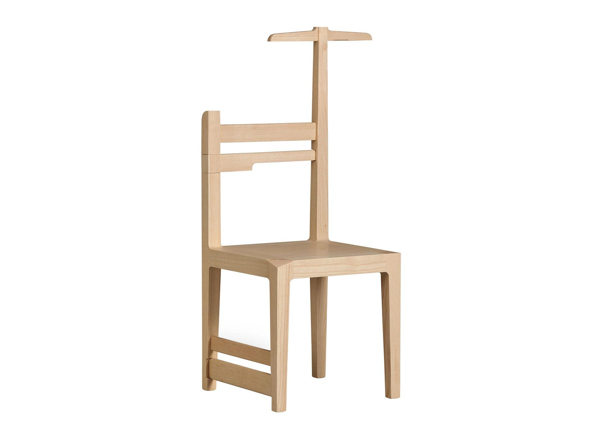 Удобная вешалка-стул из дерева