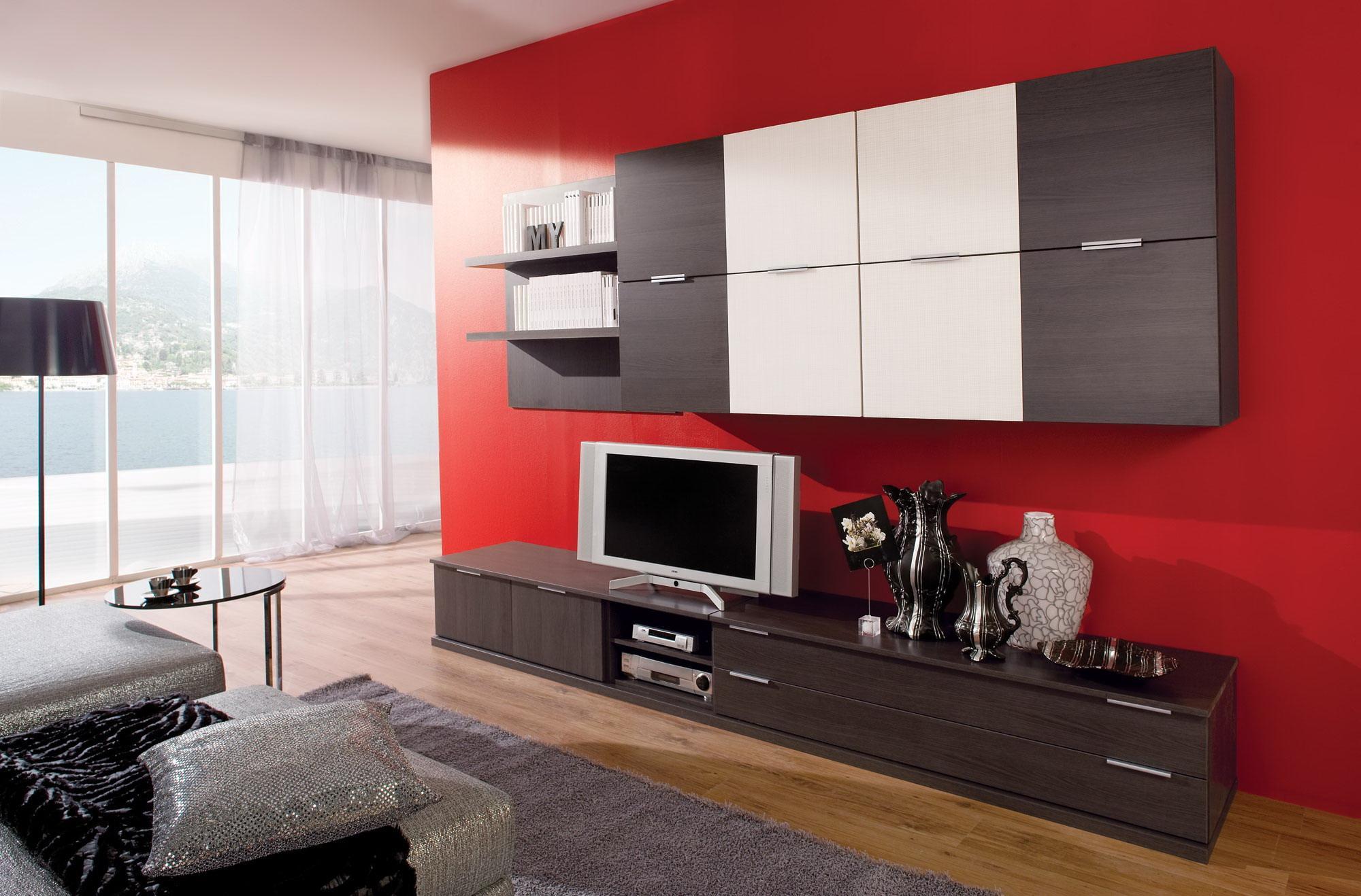 Модная гостиная в стиле модерн с красными стенами