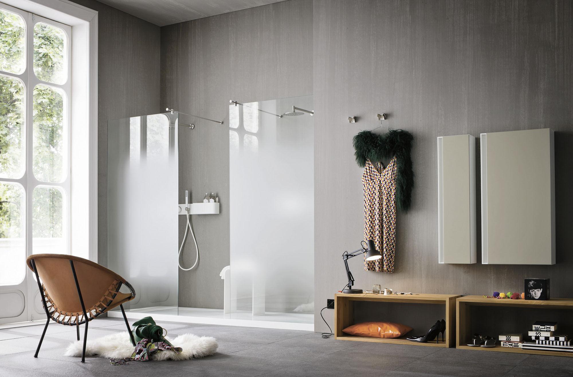 Двойной душ без поддона в ванной