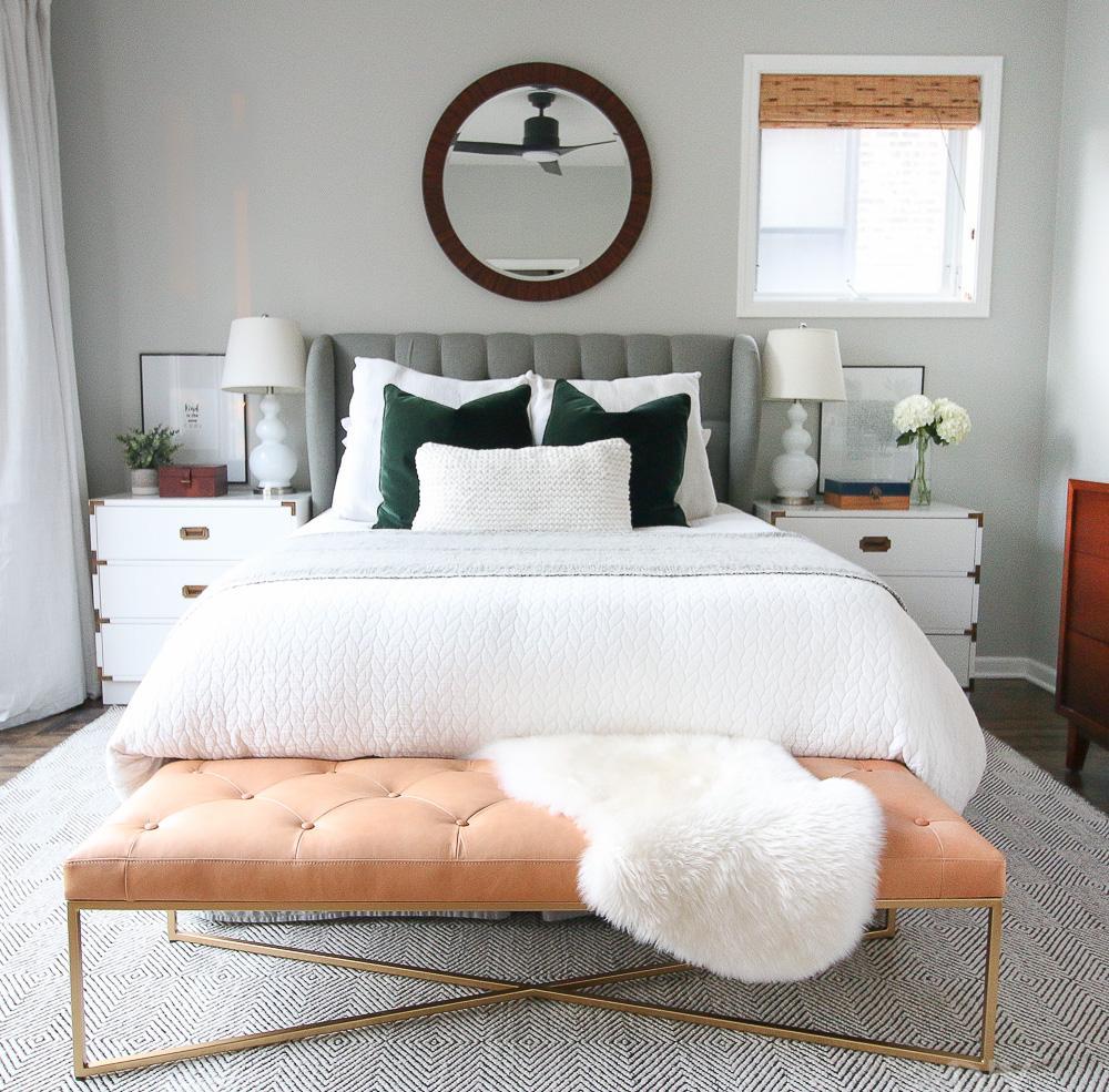 Дизайн спальни 18 кв м с банкеткой