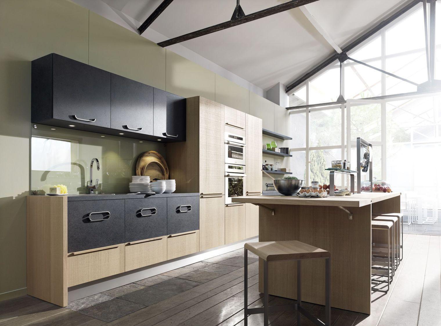 Кухня ламинированная в частном доме