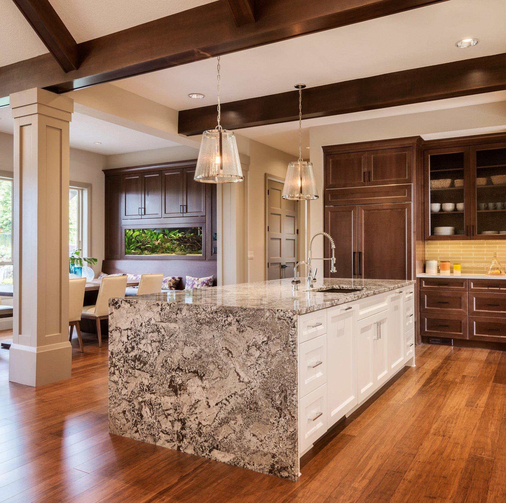 Кухня островная в частном доме