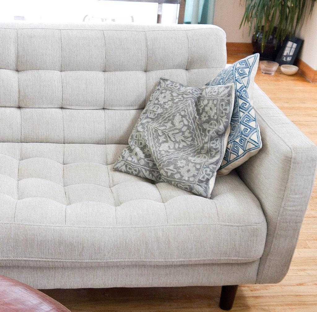 Чистый светлый диван