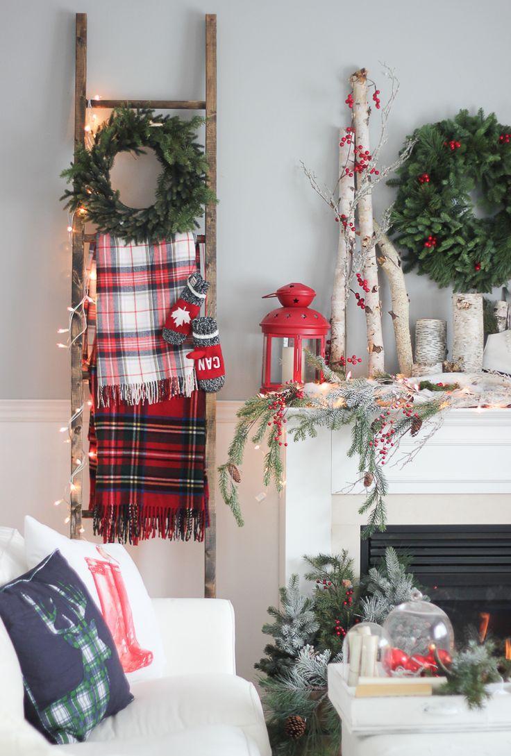 Новогодний декор квартиры еловыми ветками
