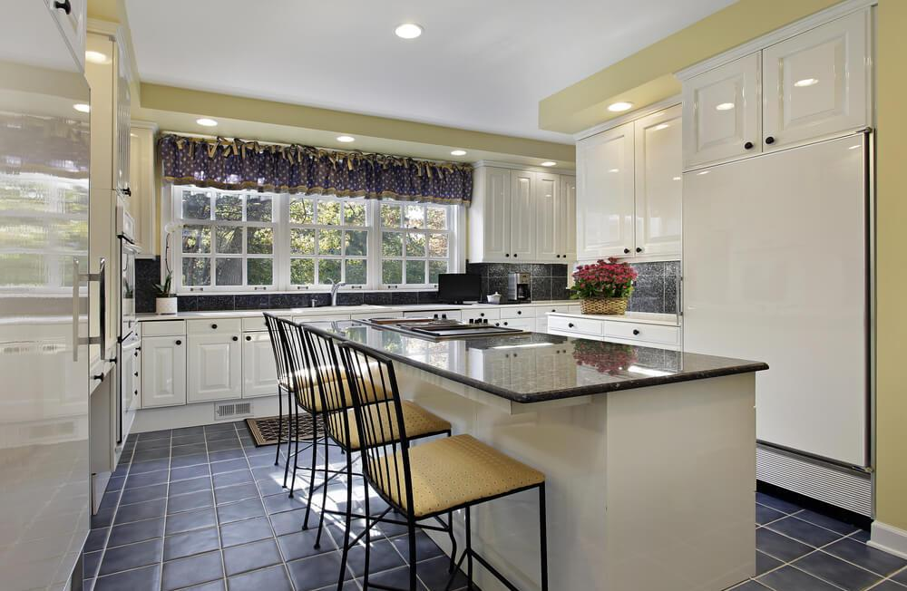Кухня в стиле кантри в частном доме