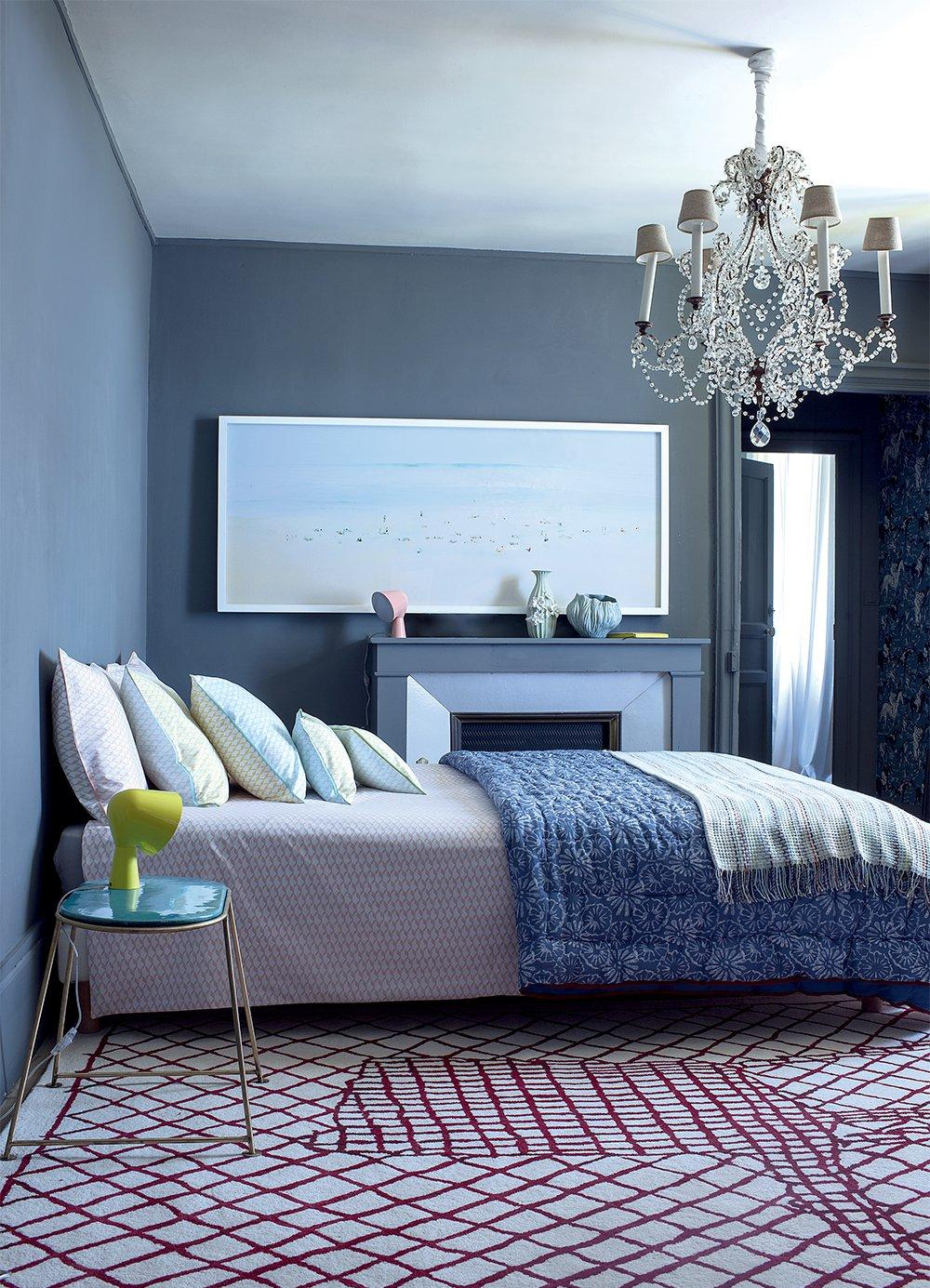 Дизайн спальни 18 кв м с камином