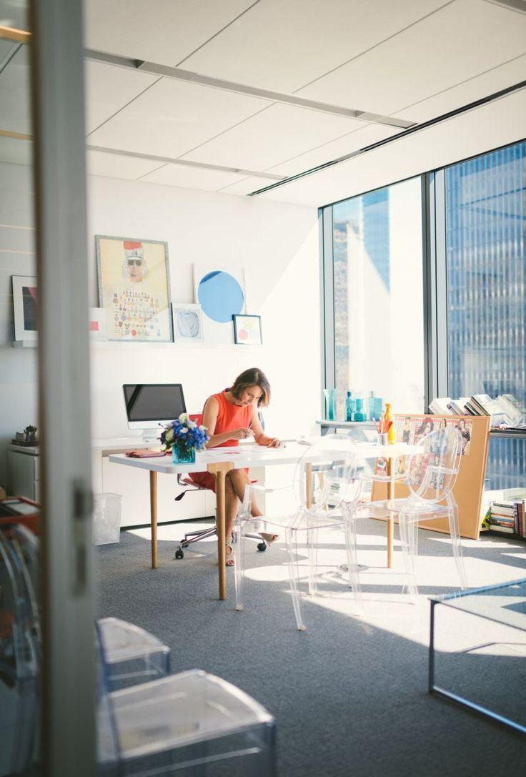 Дизайн интерьера кабинета руководителя с панорамным окном