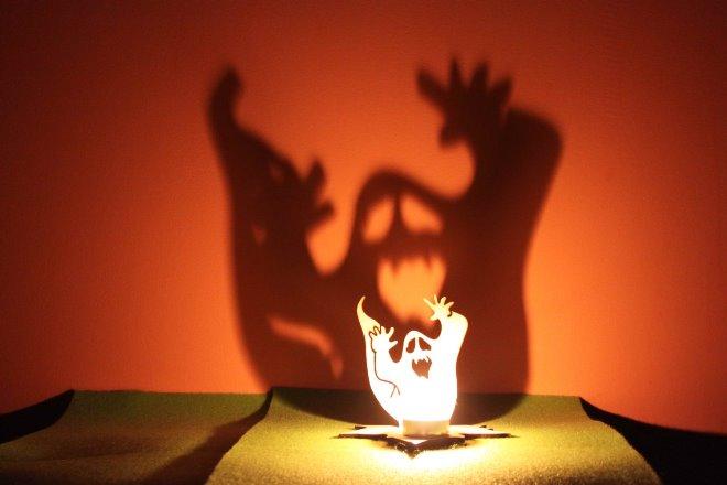 Оформление свечей на Хэллоуин