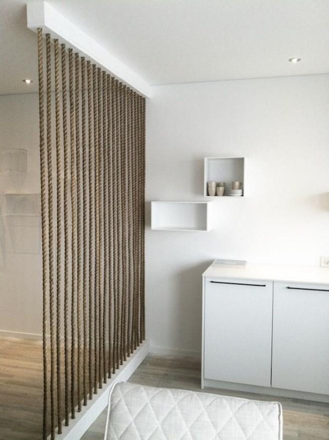 Декоративная перегородка из каната как способ зонирования помещения